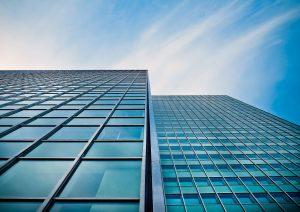 """האם השקעה בנדל""""ן מסחרי נכונה למשקיע קטן"""